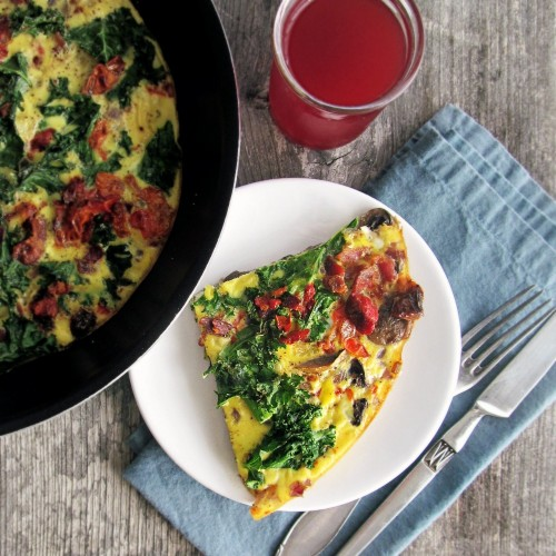 Bacon, Mushroom and Kale fritatta, paleo, Whole30 compliant, onions, oven dried tomatoes