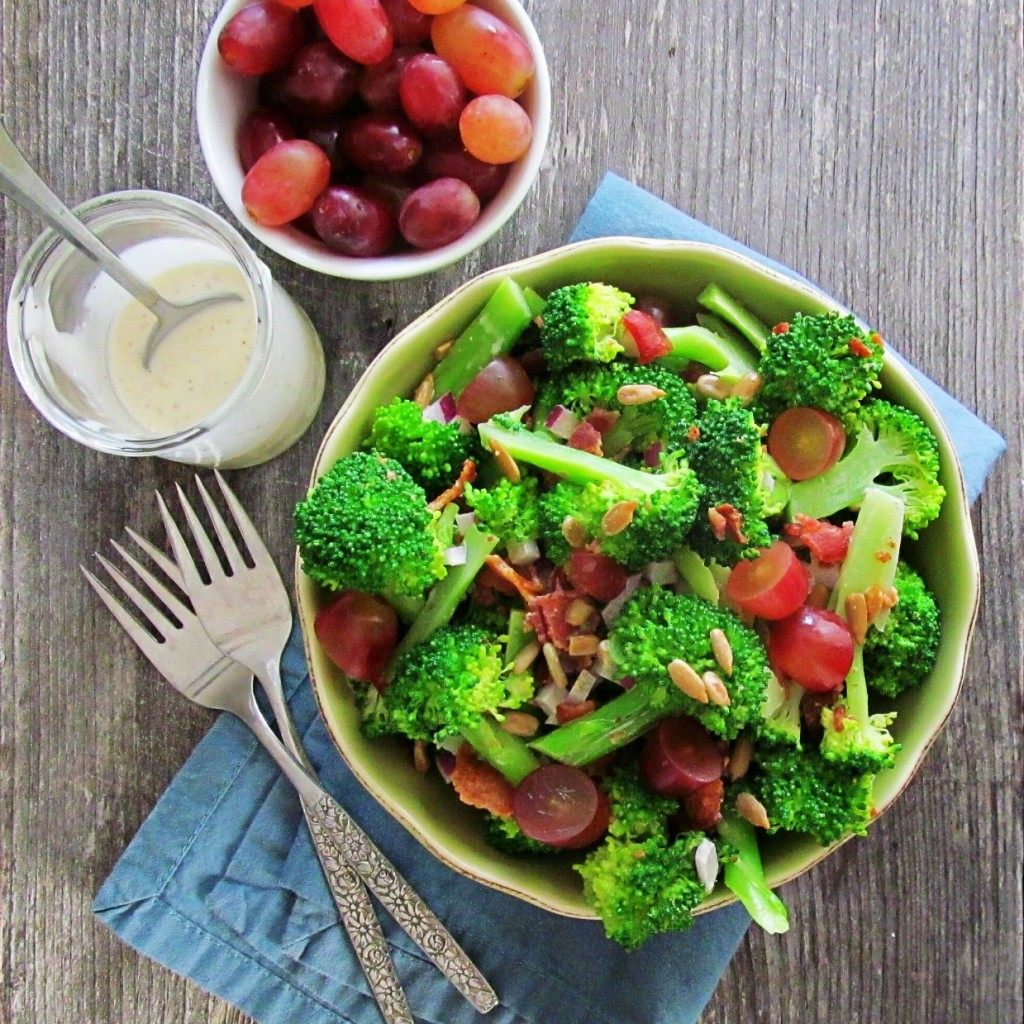 broccoli bacon salad: delicious fresh broccoli salad with bacon, red grapes, red onion, and sunflower seeds. Paleo friendly.